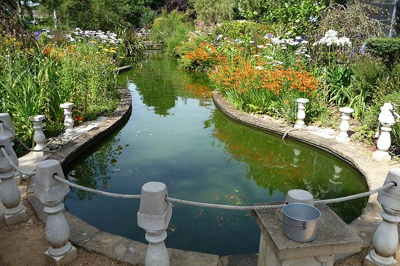 File reg 39 s garden jersey channel wikimedia for Garden design jersey channel islands