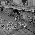 Repatrianten gaan aan boord van het SS Boschfontein in de haven van Tandjong Pri, Bestanddeelnr 255-8427.jpg