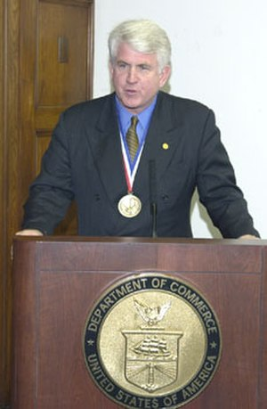 Robert Metcalfe - Robert Metcalfe wearing the US National Medal of Technology (2003)