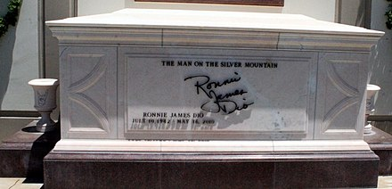 "The tomb of Dio (note the ""throwing horns"" sign on the flanking urns) Ronnie James Dio Tomb.JPG"