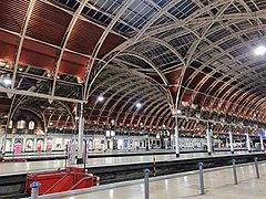 Roof Cross Arches towards Platform 1, Paddington Station.jpg