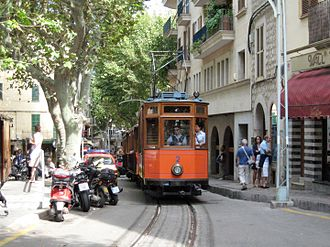 Tranvía de Sóller - Tramcar 2 passing through the centre of Sóller