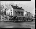 SOUTHEAST CORNER, VIEW TO NORTHWEST - P. J. Almquist House, 16 Second Street Northwest, Waukon, Allamakee County, IA HABS IOWA,3-WAUK,1-9.tif