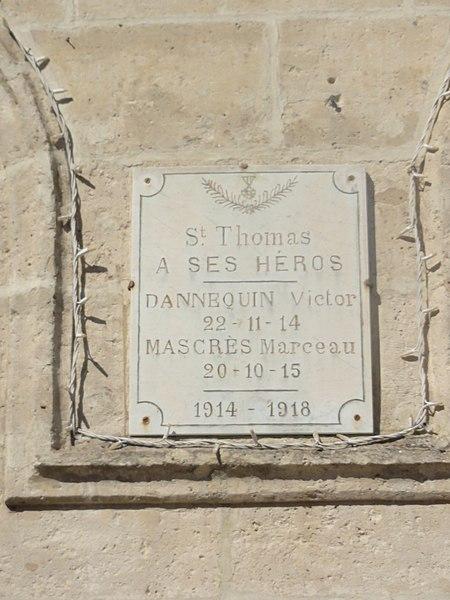 Saint-Thomas (Aisne) mairie, plaque monument aux morts