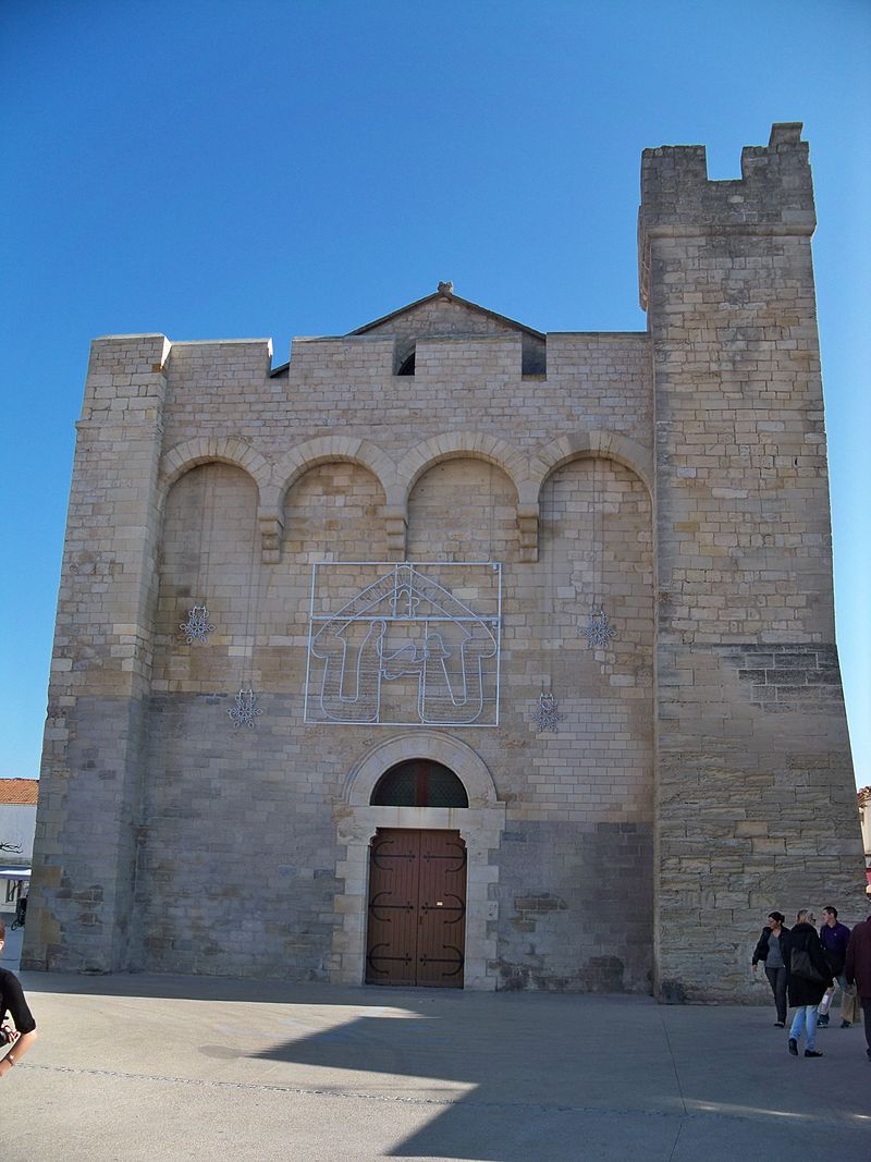 Saintes Maries de la Mer -Facade église.jpg