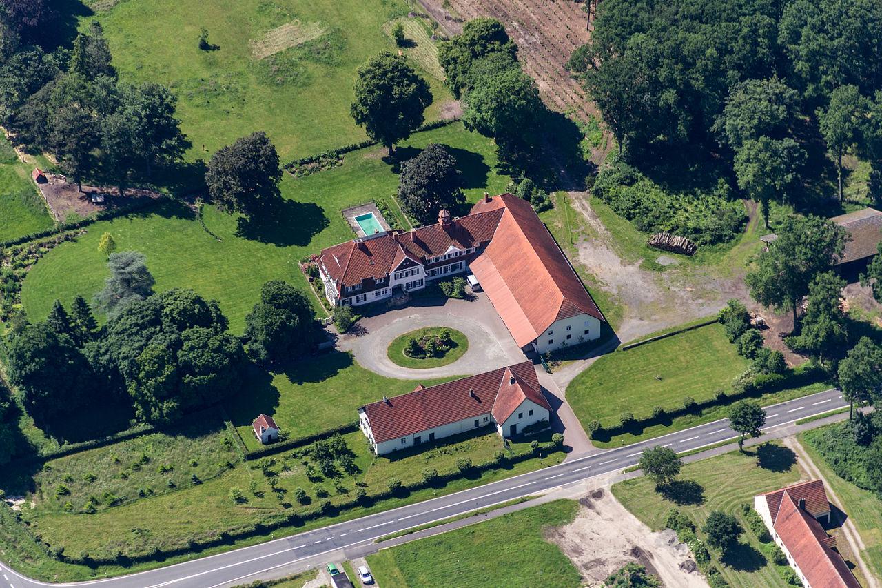 File:Salzbergen, Gutsschänke Holsterfeld -- 2014 -- 9600.jpg ...