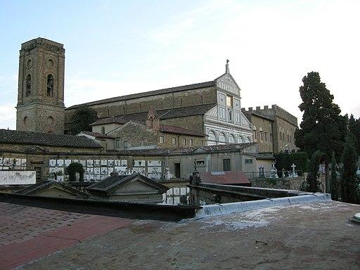 San Miniato al Monte, veduta laterale, e la parte più antica del Cimitero delle Porte Sante di fronte a San Miniato