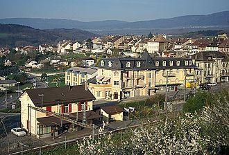 La Sarraz - La Sarraz train station and town