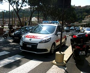 Compagnie des Carabiniers du Prince - Police version of the Renault Scenic in La Condamine.