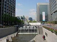 Seoul-Cheonggyecheon-02.jpg