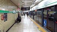 Seoul-metro-206-Sindang-station-platform-20181122-085852.jpg