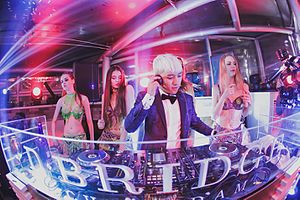 Seungri - Seungri DJing in his night club in 2015