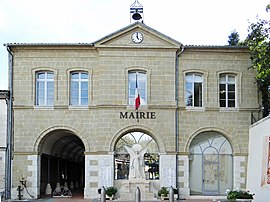 The town hall in Seyches