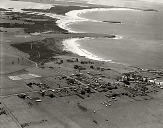 Shellharbour, New South Wales - Aerial view of Shellharbour looking north c.1936