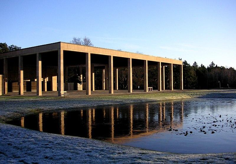 Skogskyrk Monumenthallen 2006.jpg