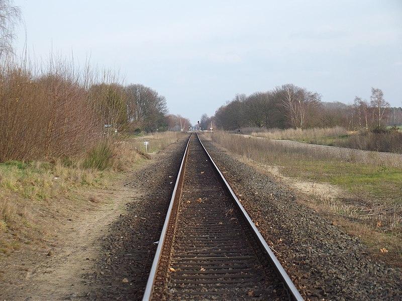 Spoorlijn Hamont - Budel gezien vanaf spoorwegovergang Budel-Schoot richting Weert.