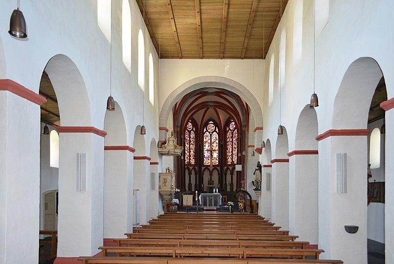 File:St. Bartholomäus Hirzenach Langhaus 02.jpg