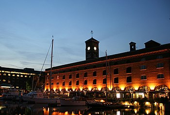 English: St Katharine Docks. St Katharine Dock...