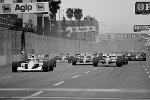 1991 United States Grand Prix - The start of the race, with Ayrton Senna leading the field.