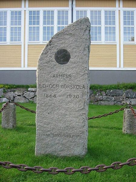 File:Strömsholm ridskolan minnesten.jpg