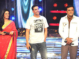 "Sumeet Raghavan - Raghavan (right) with Akshay Kumar (center) and Mona Singh (left) on sets of ""Star Ya Rockstar"""