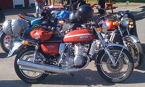 Suzuki GT750 red side.jpg