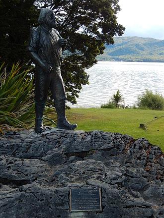 Quintin McKinnon - Quintin McKinnon Statue in Te Anau