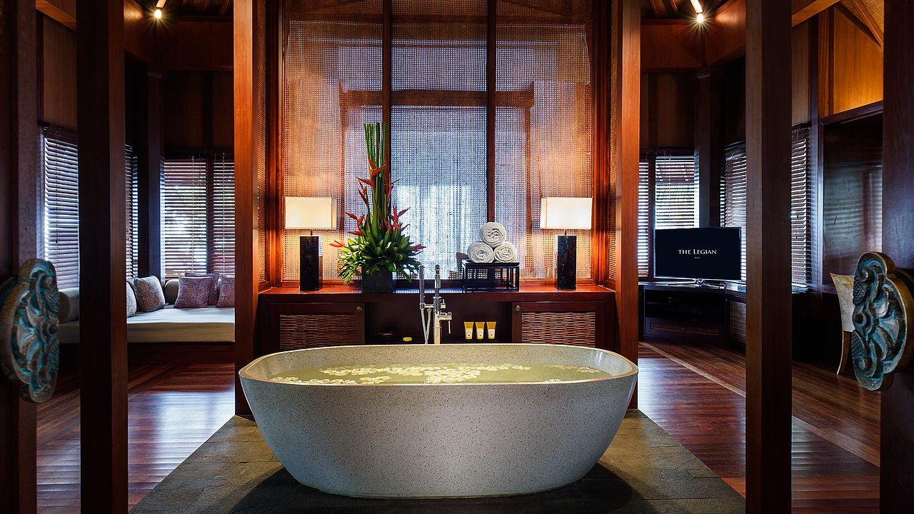 File:The Legian Bali Rooms The Beach House Bathroom