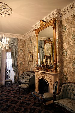 Theodore roosevelt birthplace sitting room 2006.jpg