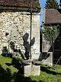 Thury-sous-Clermont (60), calvaire près de l'église.jpg
