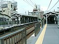Tokyu-ikegami-line-Senzoku-ike-station-platform.jpg