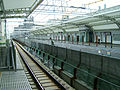 Tokyu-railway-den-en-toshi-line-Takatsu-station-platform-2 20080828.jpg