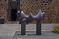 Trasera de la escultura Grand nu allongé por Baltasar Lobo.jpg