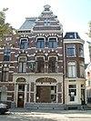 foto van Apotheek met bovenwoning in Hollandse neorenaissancestijl