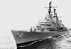 USS King (DLG-10) underway in 1966.jpg