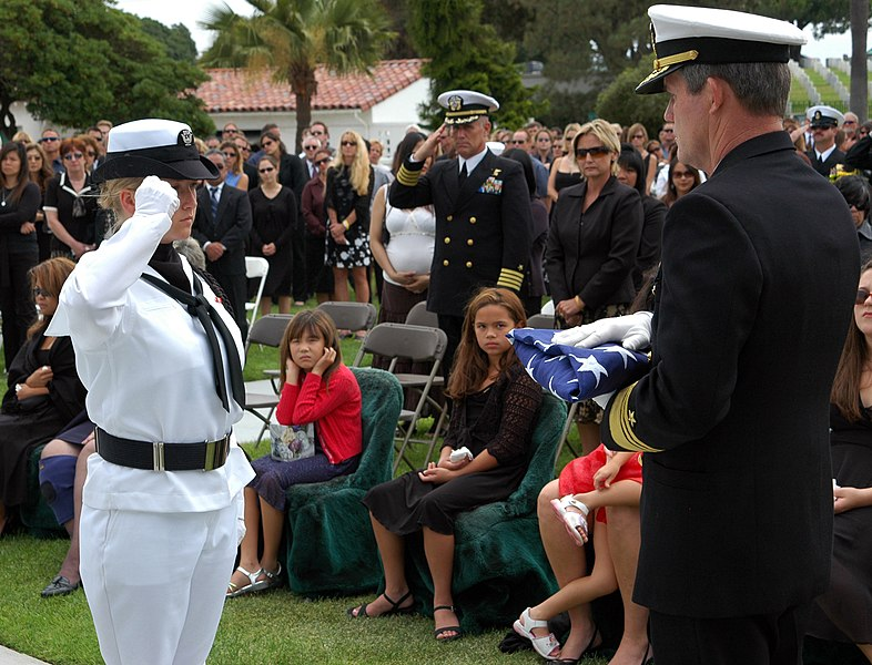 File:US Navy 050709-N-0050T-079 An Honor Guard member presents the casket flag of Senior Chief (SEAL) Daniel R. Healy to Commander Naval Special Warfare Command, Vice Adm. Albert M. Calland III.jpg