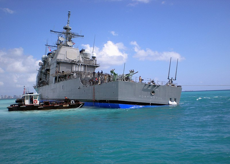 চিত্র:US Navy 090207-N-0000X-007 The Pearl Harbor-based guided-missile cruiser USS Port Royal (CG 73) takes a starboard list as the USNS Salvor (T-ARS 52) tries to free the ship after it ran aground Feb. 5 about a half-mile south of.jpg