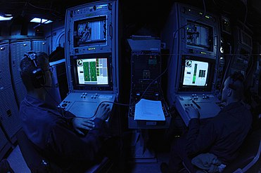 US Navy 110322-N-8497H-302 Sailors monitor the display of the AN-SQQ 32 variable depth mine hunting detection and classification sonar.jpg