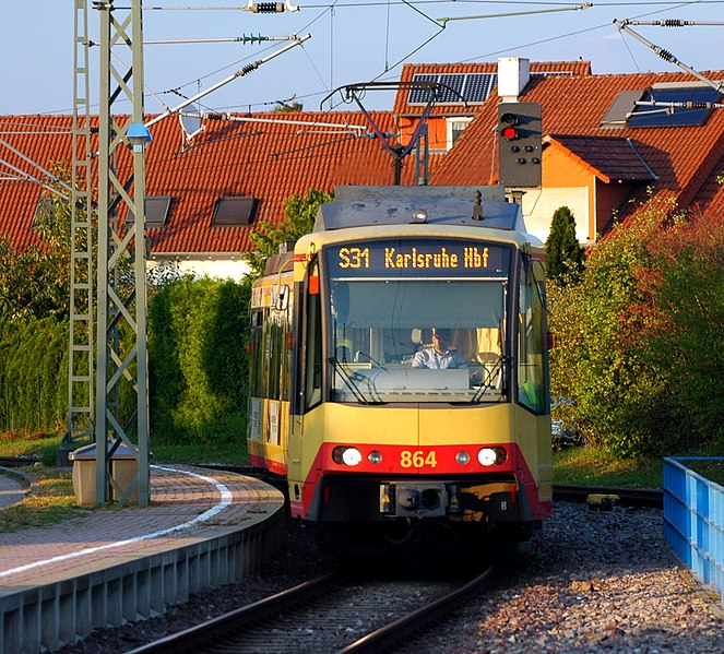 File:Ubstadt-Weiher - Ubstadt Ort - Duewag-Siemens GT8-100D-2S-M - 2017-09-03 19-24-59.jpg