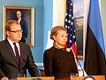 Välisminister Urmas Paet kohtus USA riigisekretäri Hillary Clintoniga (5374929948).jpg