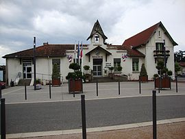 The town hall in Veauche