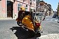 Vespa dans le Bairro Alto (9302693851).jpg