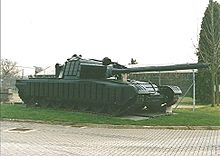 acadd3fef752 The prototype of the Vickers Mk 7 MBT at the Bovington Tank Museum in 1998