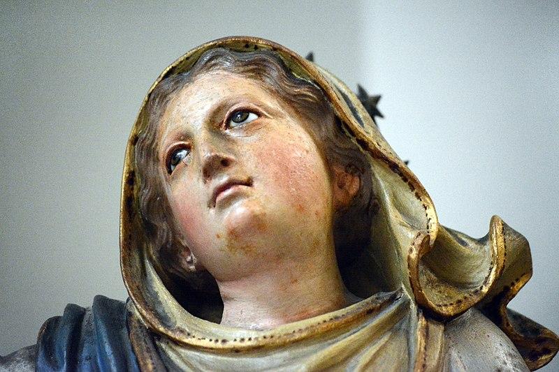 File:Vierge et angelots Cathédrale Sainte Réparate Nice, détail visage.jpg