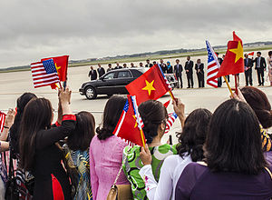 Nguyễn Phú Trọng - Trong arrives at Joint Base Andrews, to meet U.S. President Barack Obama, 6 July 2015