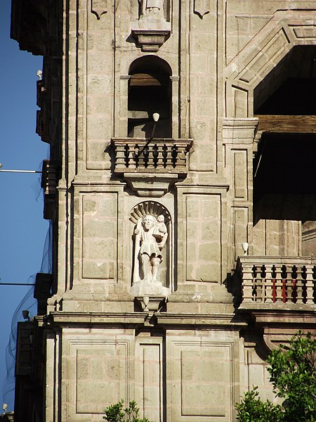 File:Vista de campanario de catedral de Morelia.JPG
