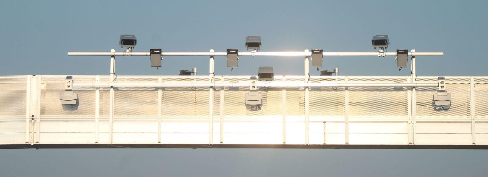 Détail des instruments d'un portique écotaxe (Redevance poids lourds liée aux prestations), sur la RN249 (Nantes-Cholet), Fr-49-La Séguinière.