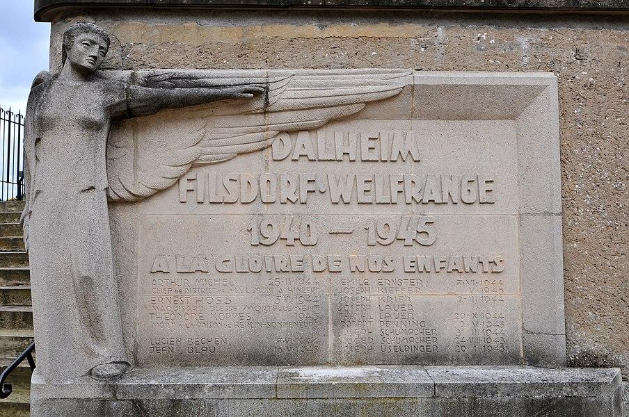 Monument 'Dahlheim • Filsdorf • Welfrange • 1940-1945 • À la gloire de nos enfants' zu Duelem.