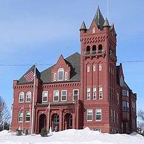 Wayne County Courthouse (Nebraska) from SE 1.JPG