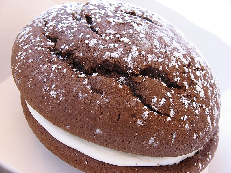 File:Whoopie pie with dusting of confectioner's sugar.jpg